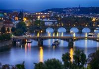 Jiráskův most a okolí